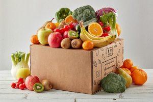 Box in cartone ondulato contenente frutta e verdura