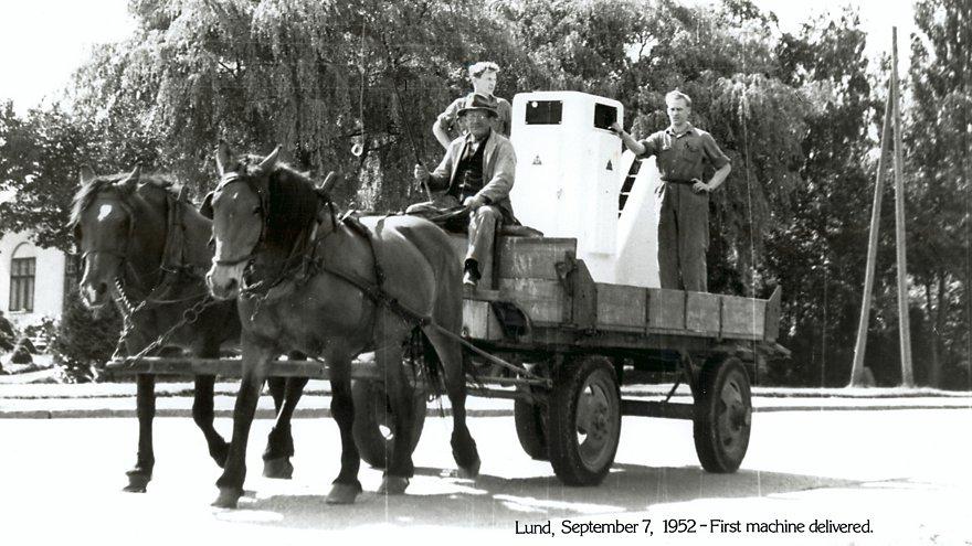 1952 viene consegnata la prima macchina riempitrice Tetra Pak